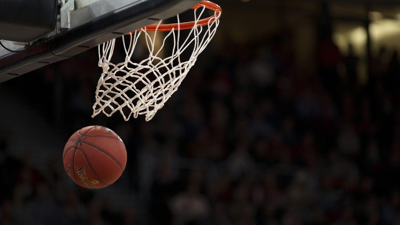Basketbal sporten in de buitenlucht